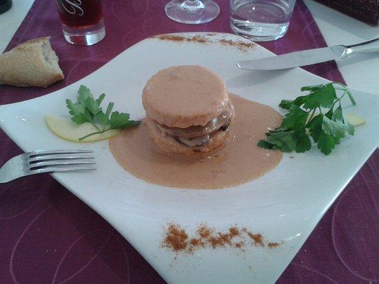 Eysines, Γαλλία: Millefeuille de magret au foie gras et aux pommes