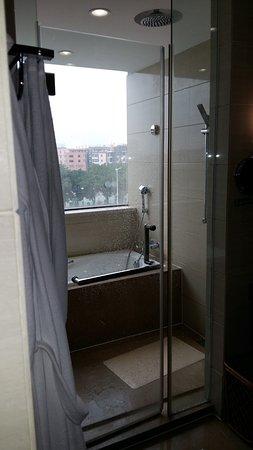 Salle de bains tr s fonctionnelle picture of hao yin for Salle de bain yin yang