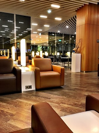 Lufthansa Senator and Business Lounge