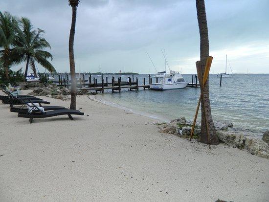 The Pelican: Idyllischer Strandabschnitt direkt unterhalb der Hotelanlage