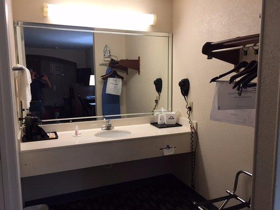 Winnie, TX: Large vanity