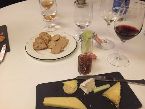 Callington, UK: Cheese course and port
