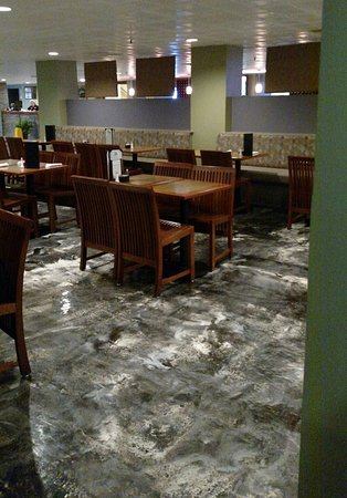 Alton, IL: Dining room at new location on Broadway