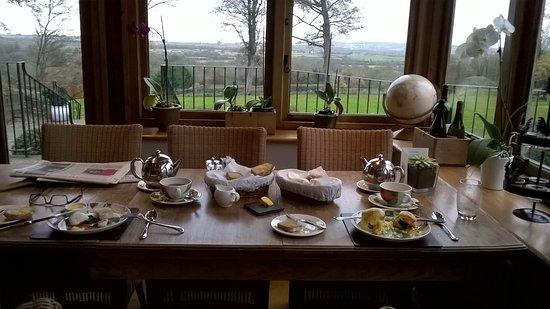 Nether Westcote, UK: Breakfast in the Garden Room