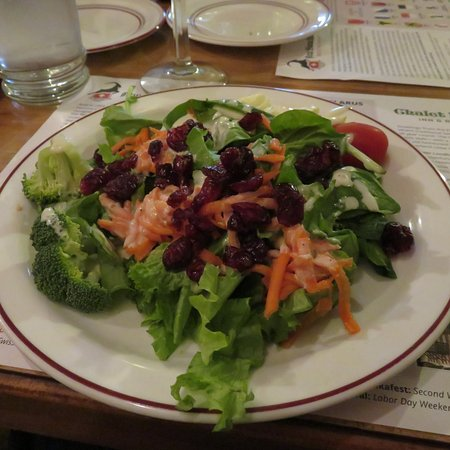 New Glarus, WI: Salad bar is good/basic