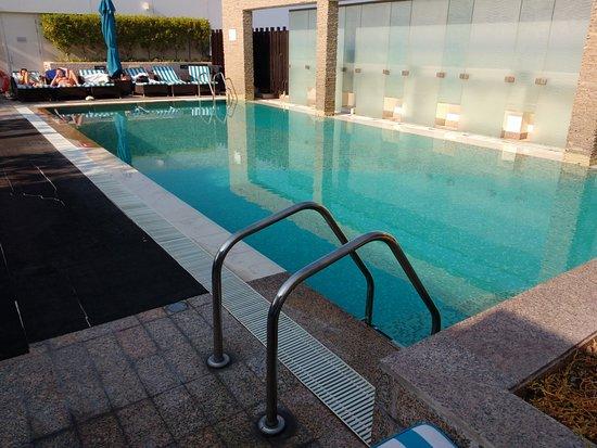 Novotel Suites Dubai Mall of the Emirates: Rooftop pool