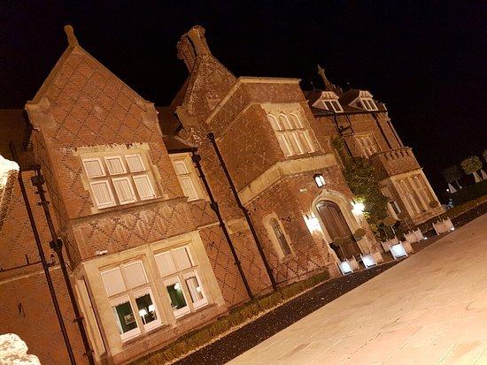Burley, UK: Front entrance