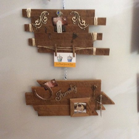 Vernon, Canadá: Wooden art to grace any room in your home