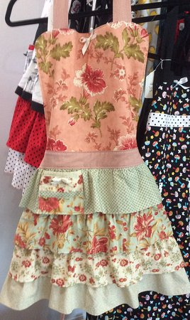Vernon, Canadá: Handmade exotic and country style aprons for her, him and the upcoming wee chefs