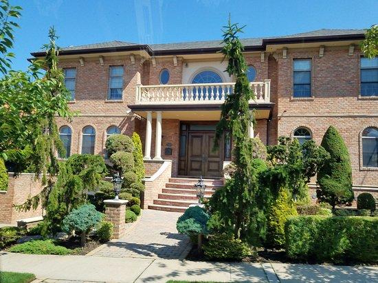 Queens en nueva york casas del barrio donde viven los latinos picture of lucas tours astoria - Casas en nueva york ...