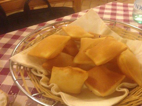 Soragna, Itália: torta fritta