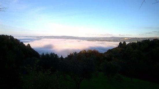Montecatini Val di Cecina, Ιταλία: La suggestiva via del ritorno.