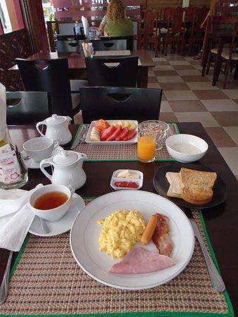 Thai Palace Resort: Two different 'set-menu breakfasts'