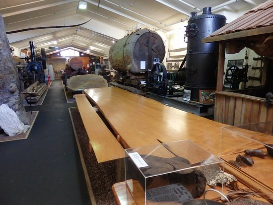 Matakohe, New Zealand: Many exhibits showing the manufacturing steps and end products.