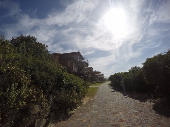 The Dunes Hotel & Resort: Otra vista de las Cabañas que no son muchas solo 4 el resto son casas propias.
