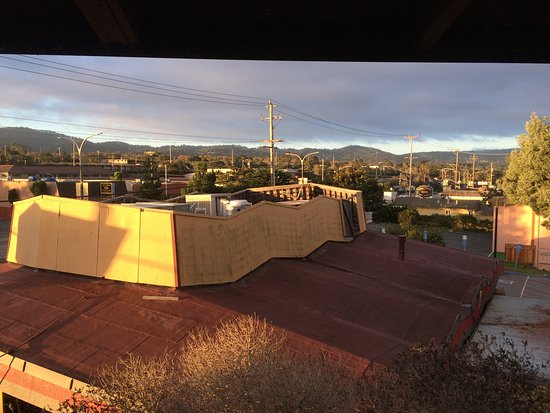 Best Western De Anza Inn: View (over Denny's) from 3rd floor west stairwell