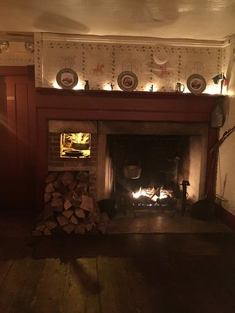 Manchester, VT: The fireplace room