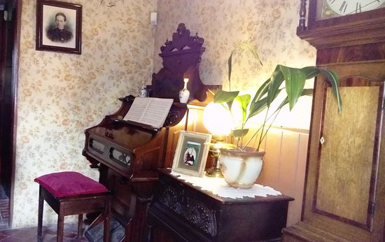 Framework Knitters' Museum: A peep into someone's from parlour