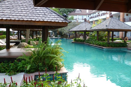 Woodlands Hotel & Resort: view of the pool from the pool bar