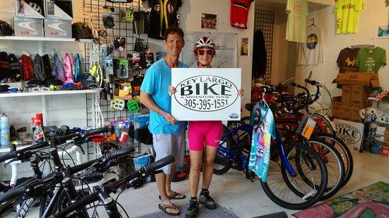 Tavernier, FL: interno del negozio con la modella del servizio