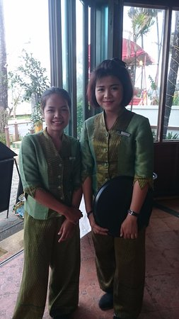 Baan Karonburi Resort: Friendly Restaurant Staff
