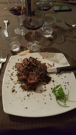 Castelforte, Ιταλία: Tagliata con scaglie di tartufo. La carne, senza un filo di grasso, si scioglie in bocca