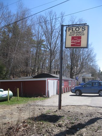 Cape Neddick, ME: Flo's Hot Dog stand and parking