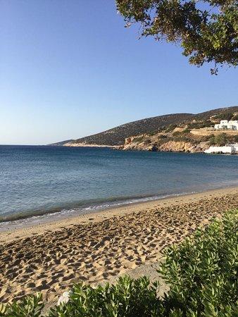 Platis Yialos, Greece: la plage juste devant