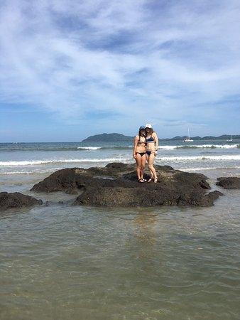 Hotel Capitan Suizo: My teenage daughters enjoyed hanging out together surfing and boogie boarding in front of hotel