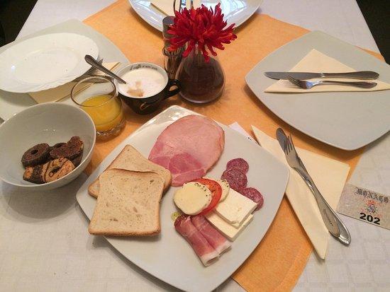 Boutique Monaco: Breakfast 😊👍🏼
