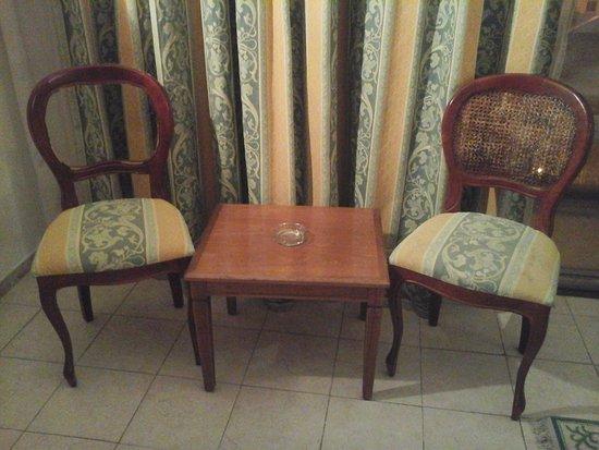 El Hana International: meuble délabré