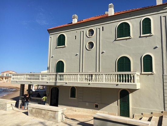 Punta Secca, Italia: Faro e Casa del Commissario Montalbano