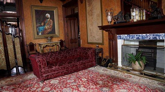 Chapslee: Enterance living room