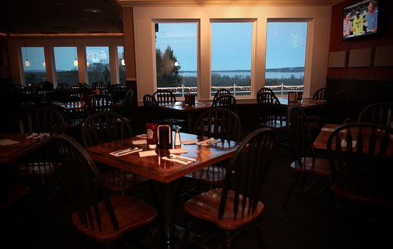 Malta, NY: New windows in the dining room with panoramic views of Saratoga Lake!