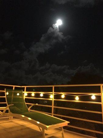 Casa de Amistad: Viendo la Super Moon en la terraza, so relax!
