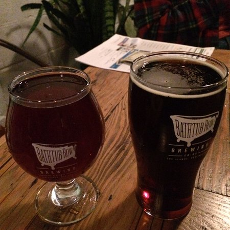 Los Álamos, Nuevo Mexico: Quad beer on left and brown ale on right