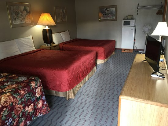 Reedsport, OR: 2 Queen bed and 1 twin Bed