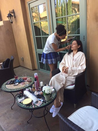 Los Gatos, Califórnia: Getting my make up done outside
