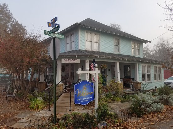 Wildflower Bed and Breakfast-On the Square: 20161125_075634_large.jpg