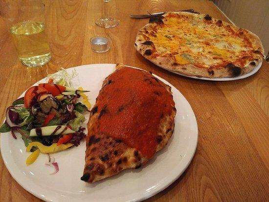 Birnam, UK: Pizza calzone