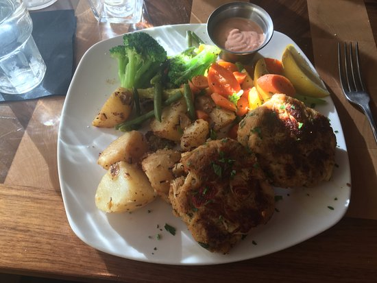 Oxford, MI: Crab Cake Plate