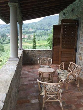 Castiglion Fiorentino, Italia: Upper terrace at Villa Senaia
