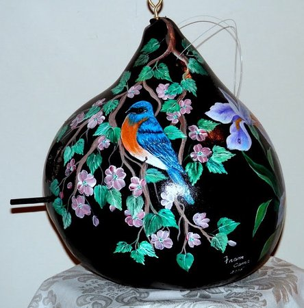 Kinzers, Pensilvania: Hand painted Blue bird.