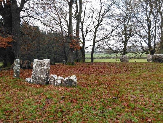 กอง, ไอร์แลนด์: Stone circles