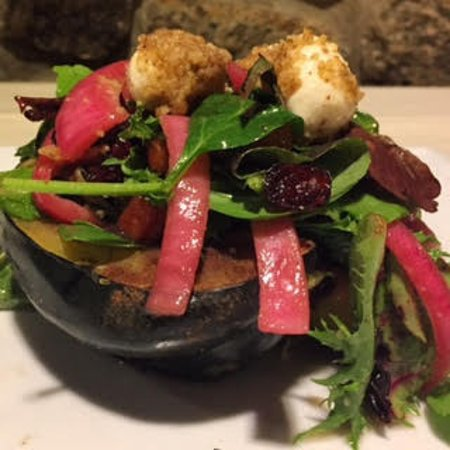 North Kingstown, Род Айленд: Warm Acorn Squash Salad
