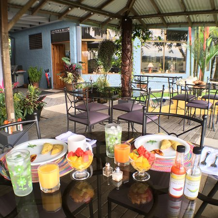 Vista Canyon Inn: Breakfast in the patio