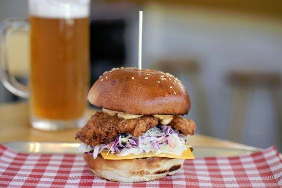 Prahran, Australia: Bronx Burger and Tap Beer