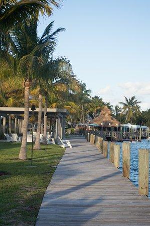 Postcard Inn Beach Resort & Marina at Holiday Isle: Fire Pits to the left