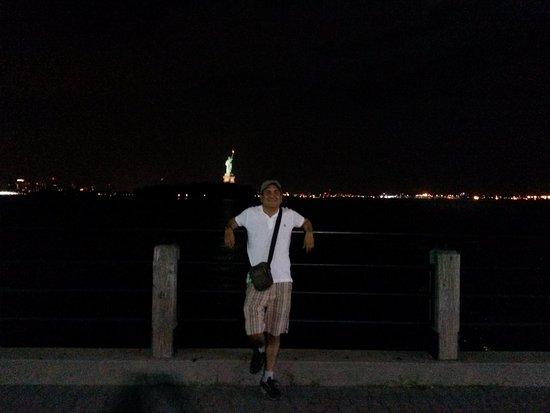 Liberty State Park: linda vista de manhattan y la estatua de la libertad