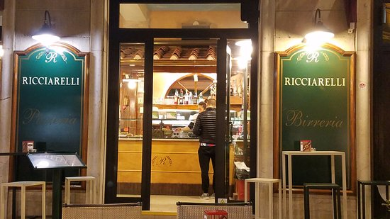 Ricciarelli: outside and inside seating self service